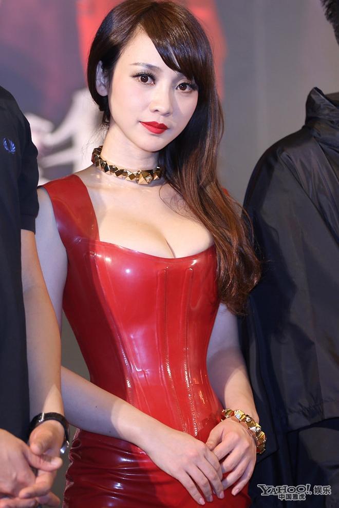 Lieu Nham va chong sao nu goc Viet cong kich Luu Khai Uy hinh anh 2