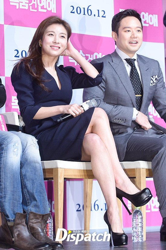 Ha Ji Won mac vay xe sau du vong mot khiem ton hinh anh 5