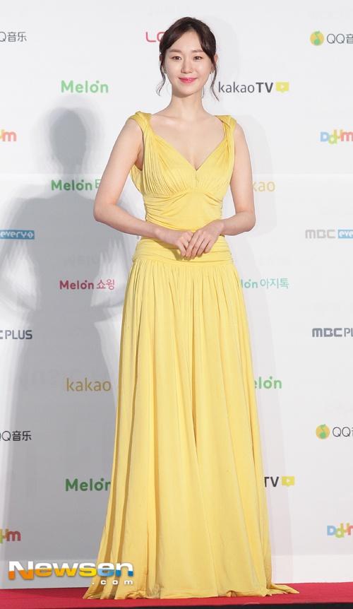 Dan sao Han khoe sac tren tham do Melon Music Awards 2016 hinh anh 4