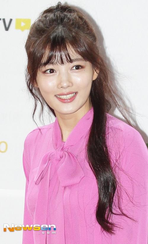 Dan sao Han khoe sac tren tham do Melon Music Awards 2016 hinh anh 2