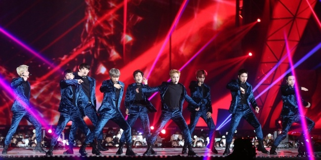 EXO, BTS thong tri le trao giai trong dem bieu tinh o Han hinh anh 1