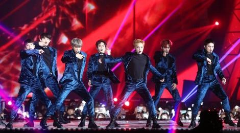 EXO, BTS thong tri le trao giai trong dem bieu tinh o Han hinh anh