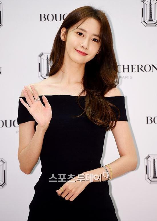 Yoona (SNSD) thay doi trang phuc khi du su kien hinh anh 2