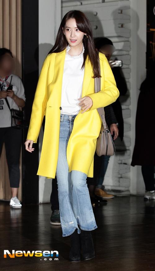 Yoona (SNSD) thay doi trang phuc khi du su kien hinh anh 4