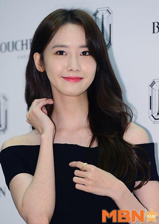 Yoona (SNSD) thay doi trang phuc khi du su kien hinh anh 3