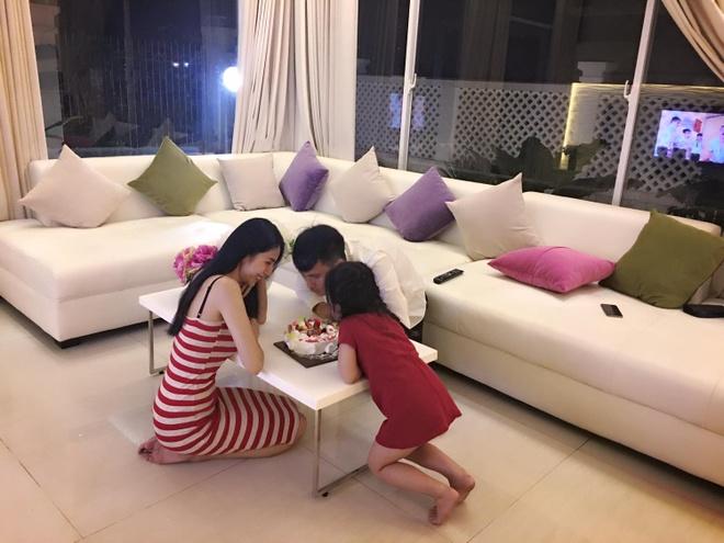 Cong Vinh don sinh nhat ben me con Thuy Tien sau giai nghe hinh anh 1