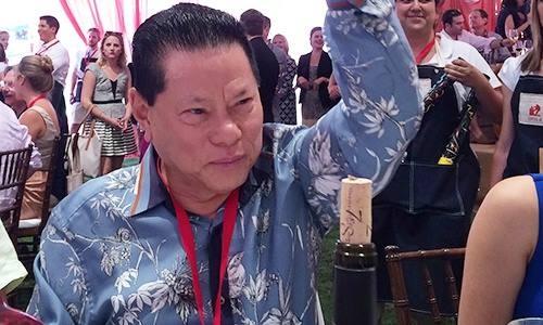 Ty phu Hoang Kieu: 2 doi vo, 5 con va nghi van yeu hoa hau hinh anh