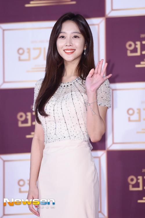 Song Hye Kyo va Song Joong Ki moi nguoi mot noi tren tham do hinh anh 8