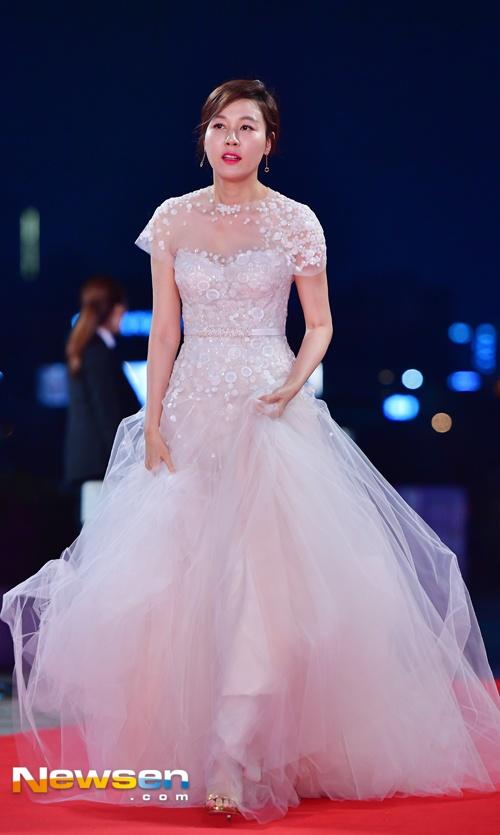 Song Hye Kyo va Song Joong Ki moi nguoi mot noi tren tham do hinh anh 5