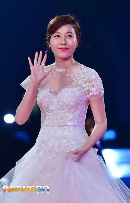 Song Hye Kyo va Song Joong Ki moi nguoi mot noi tren tham do hinh anh 6
