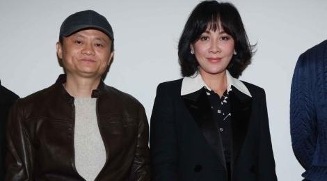 Ty phu Jack Ma va dan sao lon den nghe Vuong Phi hat nhep? hinh anh