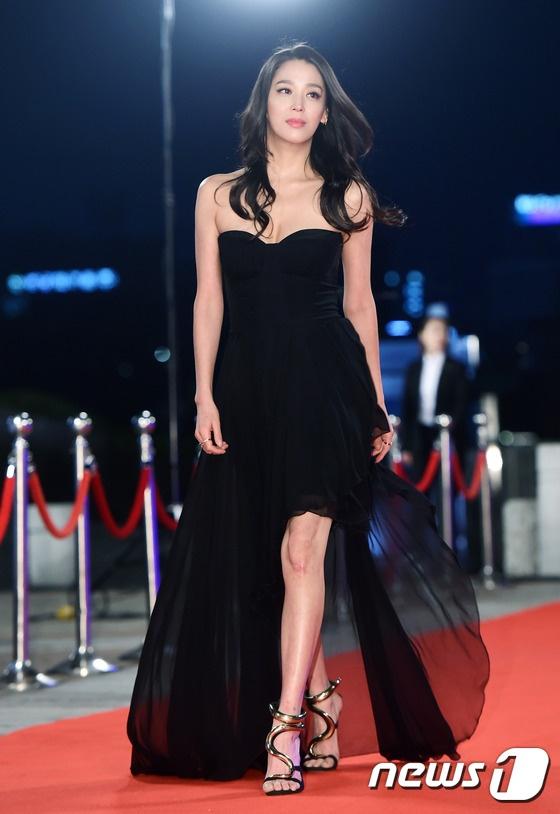 Song Hye Kyo va Song Joong Ki moi nguoi mot noi tren tham do hinh anh 11
