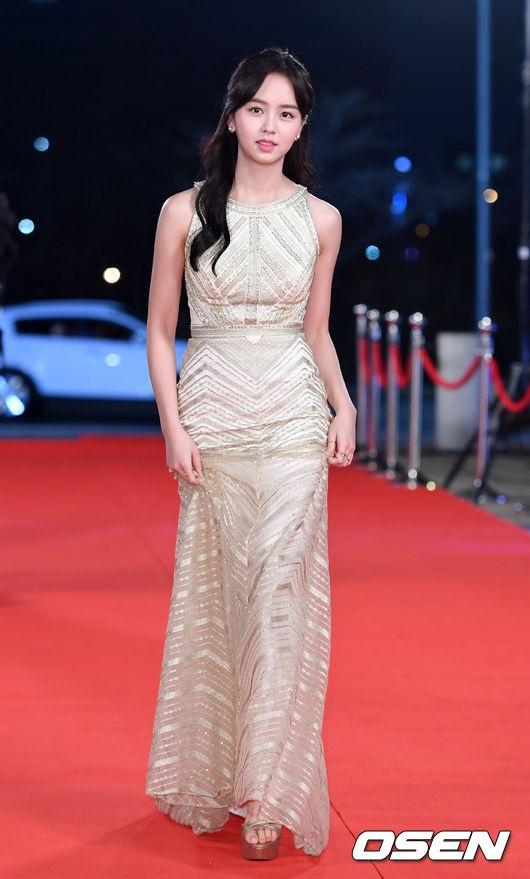 Song Hye Kyo va Song Joong Ki moi nguoi mot noi tren tham do hinh anh 9