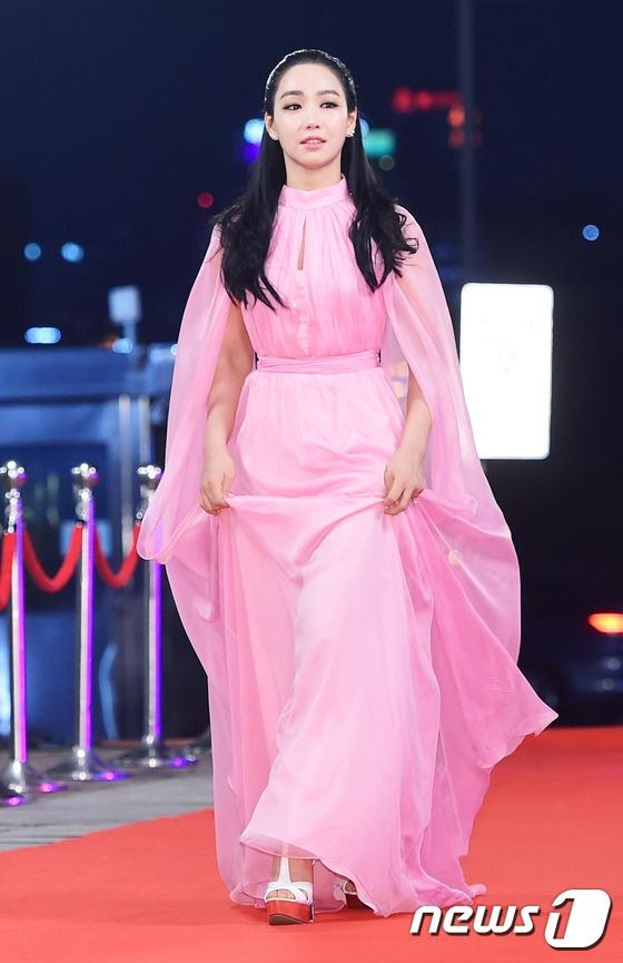 Song Hye Kyo va Song Joong Ki moi nguoi mot noi tren tham do hinh anh 10