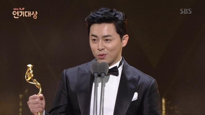 Tai tu Sung Dong Il bi che nhao trong le trao giai anh 2