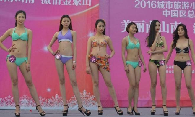 Thi sinh hoa hau Trung Quoc phai dien bikini giua troi tuyet hinh anh 6