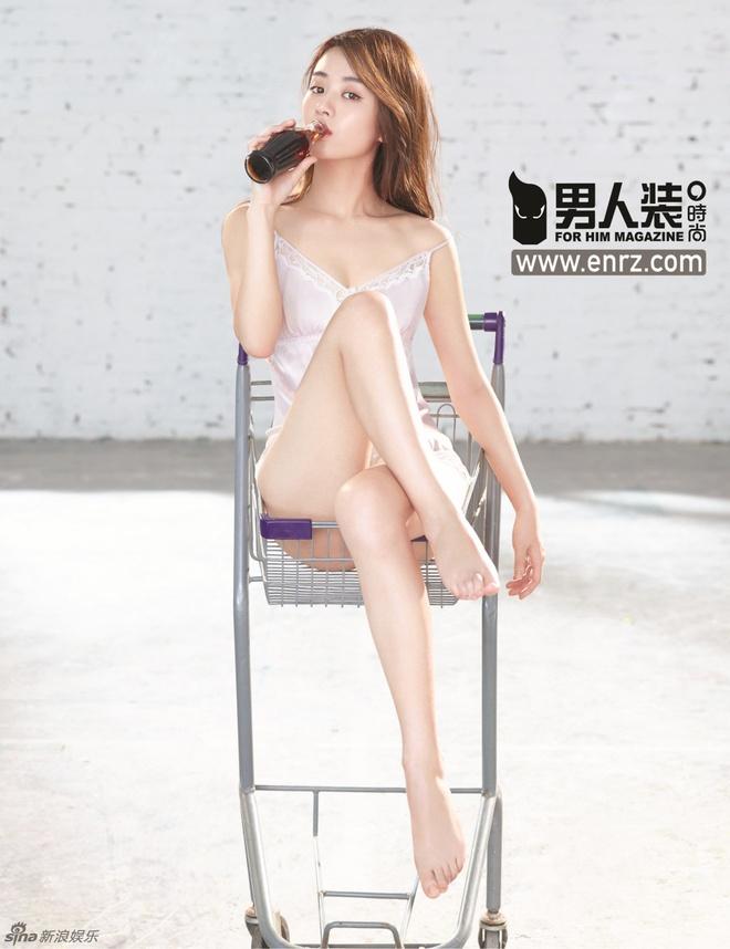 Trieu Le Dinh lan dau mac tao bao tren tap chi hinh anh 5