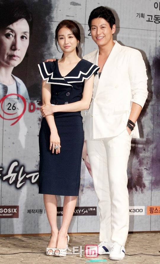 Park Ha Sun cuoi Ryu Soo Young anh 1