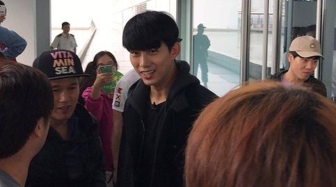 Taecyeon (2PM) bat ngo co mat tai Ha Noi chieu 9/1 hinh anh