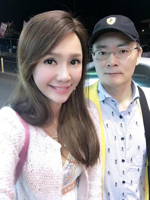 Helen Thanh Dao: '18 nam, toi va chong khong ngu chung' hinh anh 1