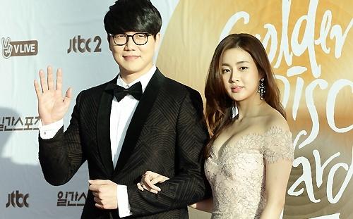 Ban gai Hyun Bin gay chu y khi deo nhan o ngon ap ut hinh anh