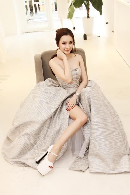 Angela Phuong Trinh va so thich voi nhung doi giay got cao hinh anh 5