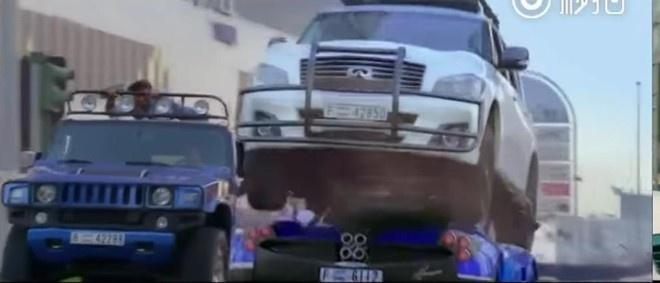 Thanh Long run ray khi pha hong sieu xe cua hoang tu Dubai hinh anh 1
