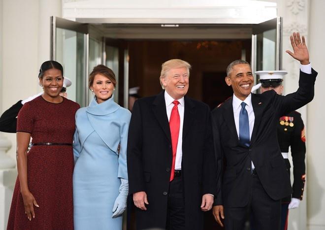 Melania Trump mac giong Jackie Kennedy ngay chong nham chuc hinh anh 3