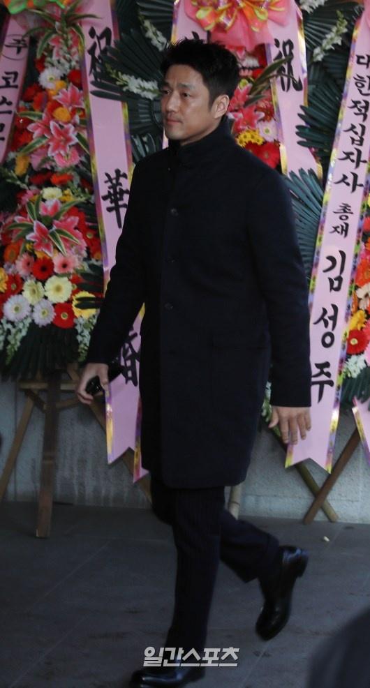 Park Ha Sun cuoi Ryu Soo Young anh 6