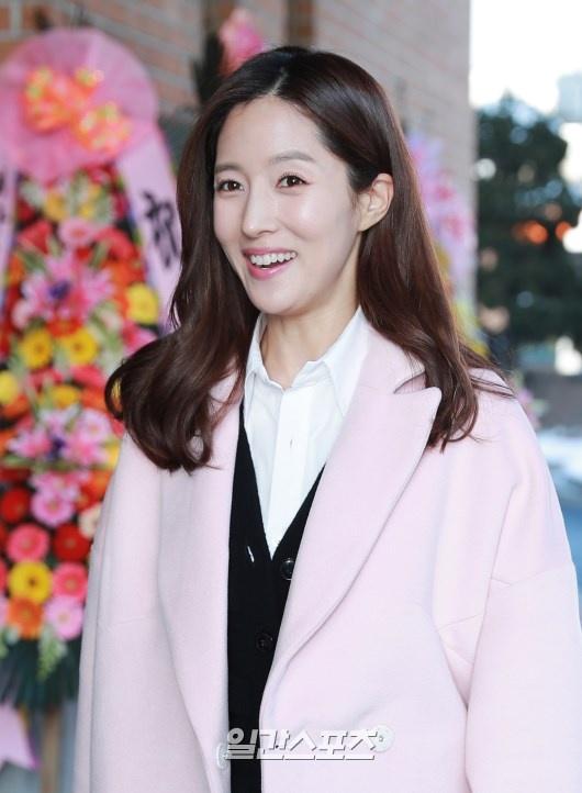 Park Ha Sun cuoi Ryu Soo Young anh 7