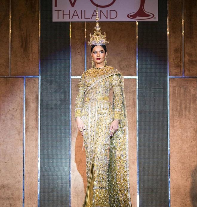 Hoa hau Thai Lan mac quoc phuc dinh 300.000 vien kim cuong hinh anh 3