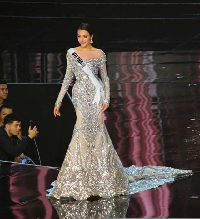 Ban ket Miss Universe: Le Hang noi bat voi quoc phuc la hinh anh 6