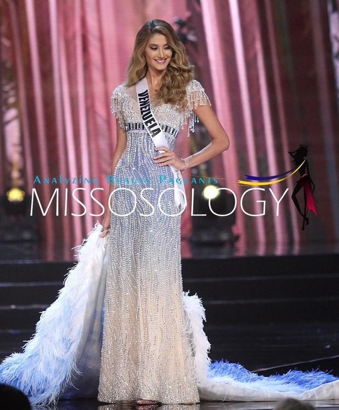 Ban ket Miss Universe: Le Hang noi bat voi quoc phuc la hinh anh 11