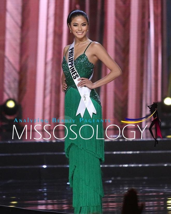 Ban ket Miss Universe: Le Hang noi bat voi quoc phuc la hinh anh 8