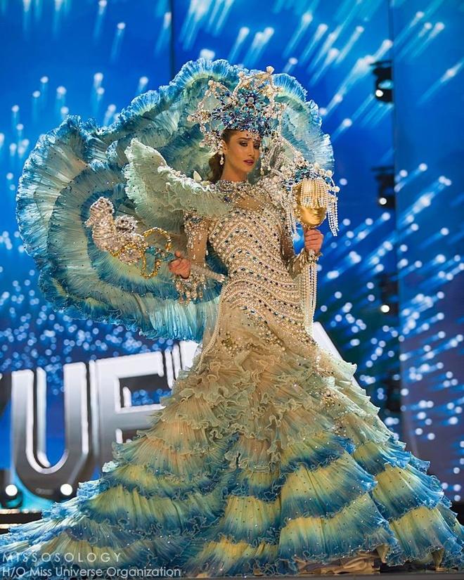 Ban ket Miss Universe: Le Hang gay tranh cai o cac phan thi hinh anh 10