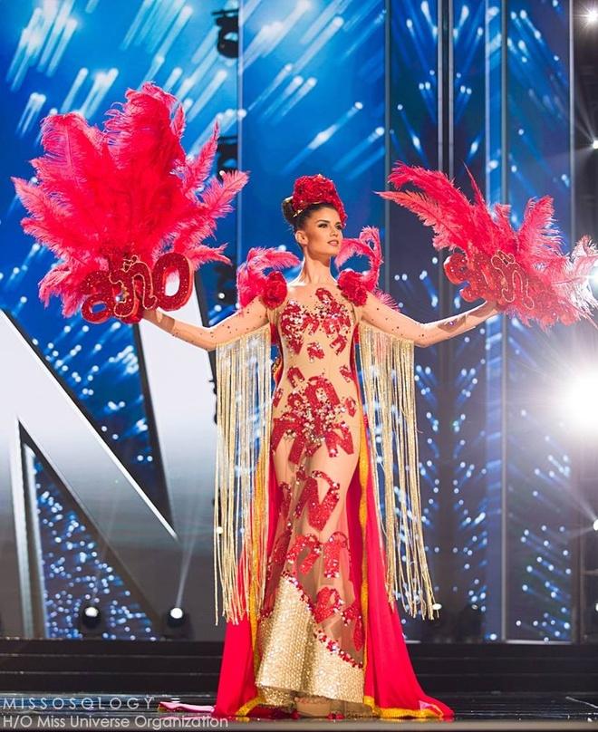 Ban ket Miss Universe: Le Hang gay tranh cai o cac phan thi hinh anh 11