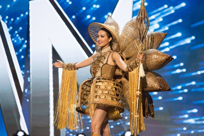Ban ket Miss Universe: Le Hang gay tranh cai o cac phan thi hinh anh 2