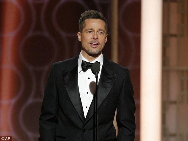 Angelina Jolie va Brad Pitt ly than hon 1 nam anh 2