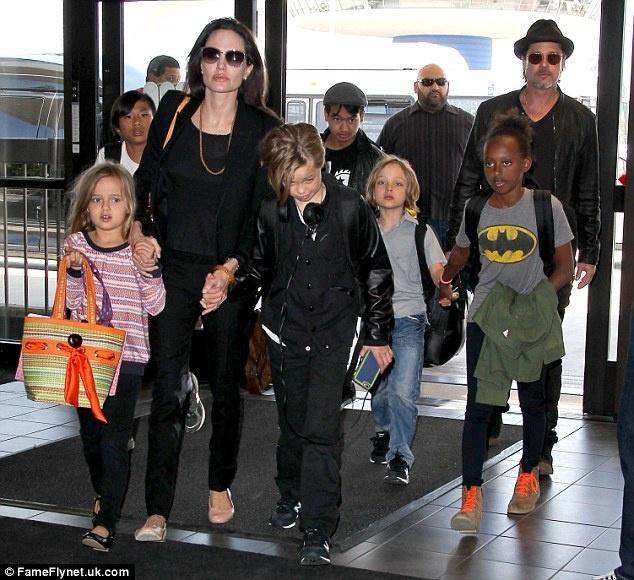 Angelina Jolie va Brad Pitt ly than hon 1 nam anh 1