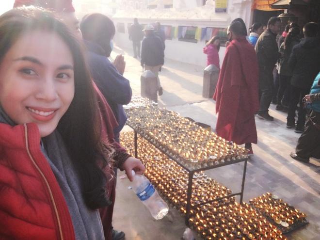 Cong Vinh, Thuy Tien 'than ai nay lo' khi hanh huong o Nepal hinh anh 3