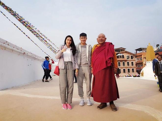 Cong Vinh, Thuy Tien 'than ai nay lo' khi hanh huong o Nepal hinh anh 1