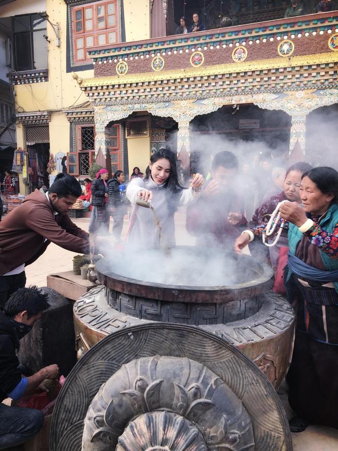Cong Vinh, Thuy Tien 'than ai nay lo' khi hanh huong o Nepal hinh anh 4
