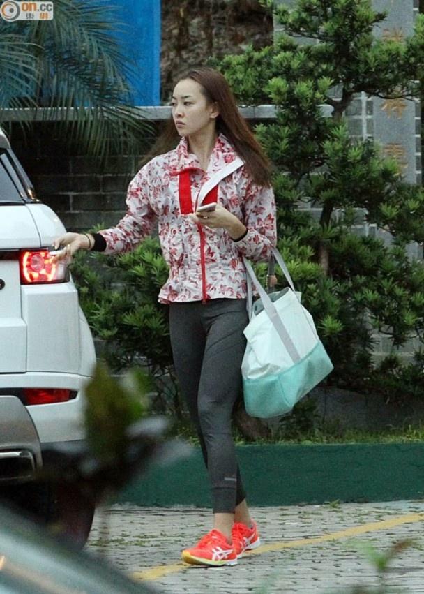 Tai tu TVB khong ly hon du bi vo cam sung, phai tu cham con hinh anh 2
