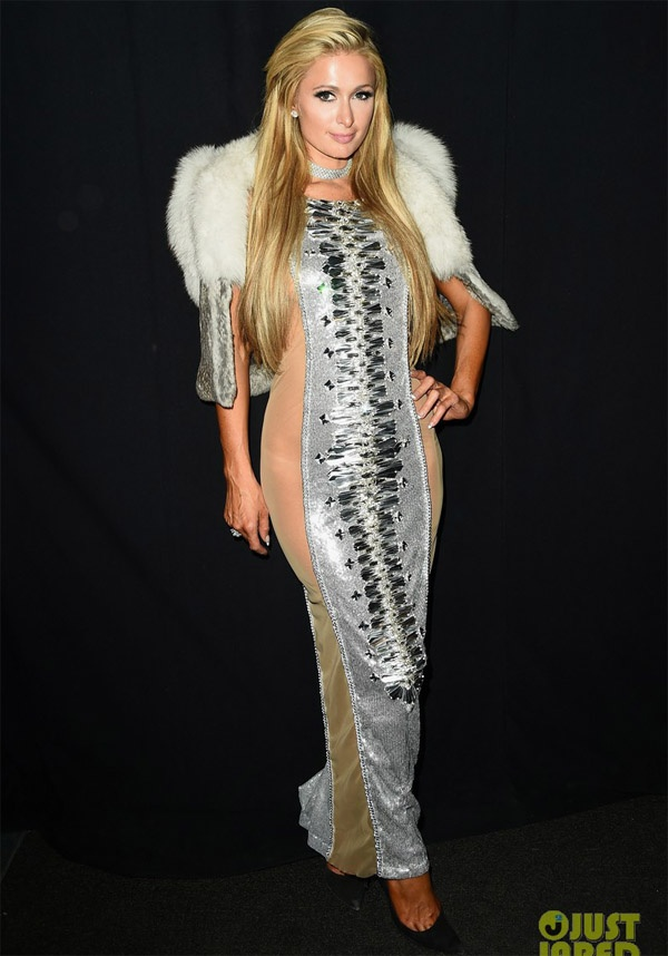 Paris Hilton lien tuc bi ho henh vi dien dam goi cam hinh anh 7