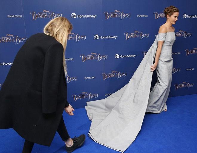 Emma Watson long lay nhu cong chua tham do hinh anh 3