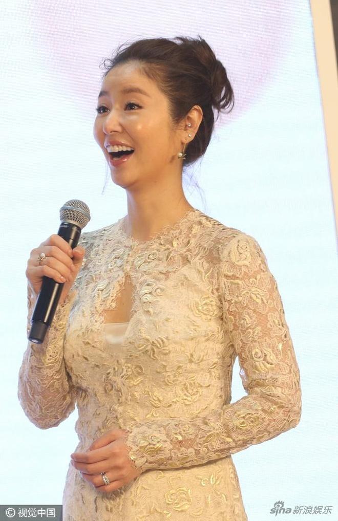 Sau on ao, Lam Tam Nhu lai deo nhan cuoi trong su kien moi hinh anh 3