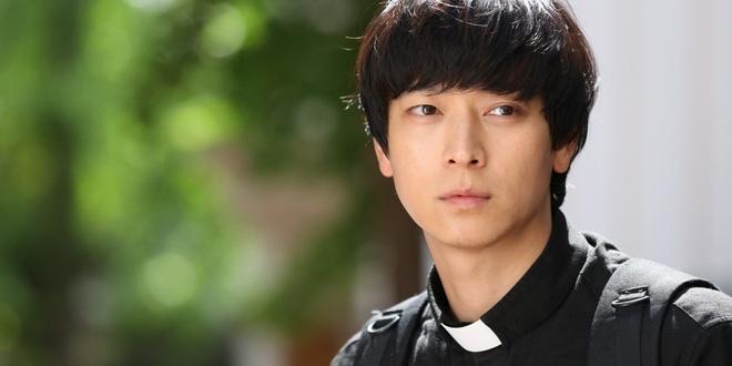 Tai tu 'Ong trum' Kang Dong Won nguy co giai nghe vi be boi gia dinh hinh anh 1