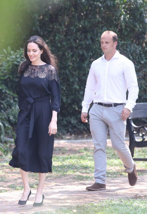 Angelina Jolie ngot ngao khi xuat hien ben nguoi tinh tin don hinh anh 1