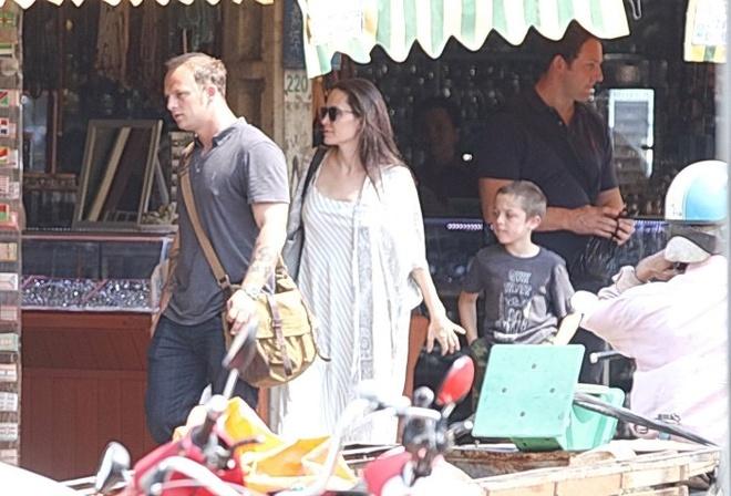 Angelina Jolie ngot ngao khi xuat hien ben nguoi tinh tin don hinh anh 3