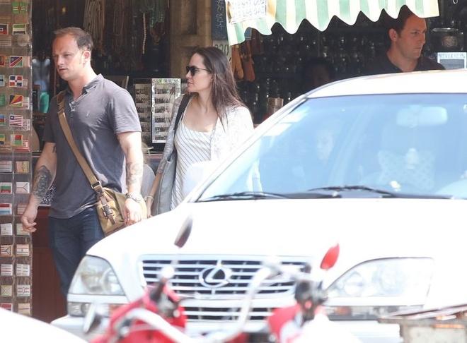 Angelina Jolie ngot ngao khi xuat hien ben nguoi tinh tin don hinh anh 6